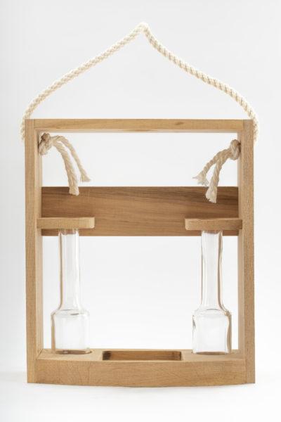 Dreveny stojan s pijackami pre flase Poctive 400x600 - Drevený stojan s 2 pijačkami